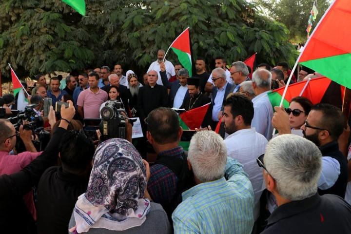 وفد من اللجنة الرئاسية العليا لمتابعة شؤون الكنائس في فلسطين يزور الخان الأحمر